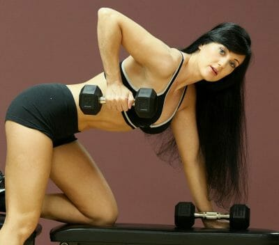 one arm dumbbell row woman on bench