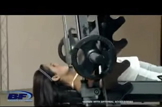 woman performing bench press body solid smith machine