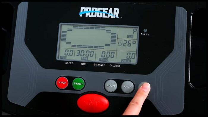 demonstration of progear HCXL treadmill monitor