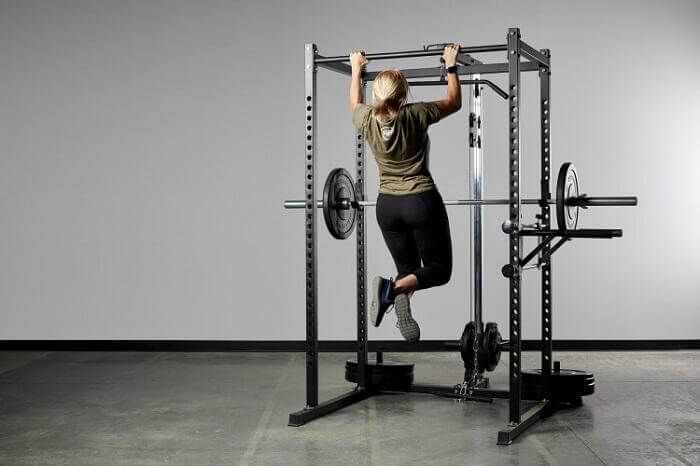 woman performing pull ups on rep-pr-1000