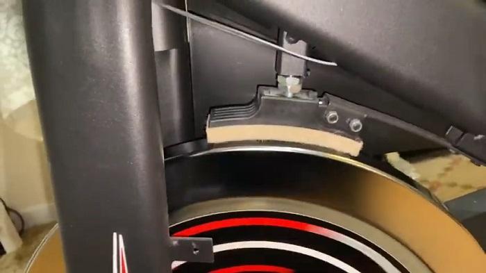 friction resistance pad pressing on metal flywheel