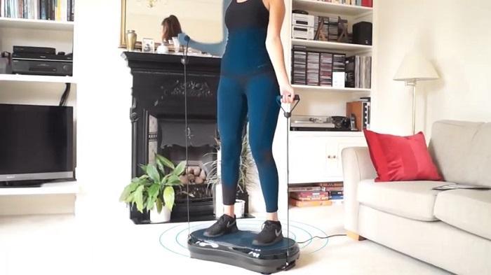 woman bicep curling bluefitness vibration platform