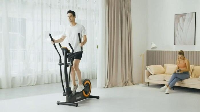 man exercising on niceday elliptical